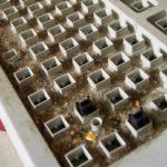 Как почистить клавиатуру ноутбука и компьютера в домашних условиях